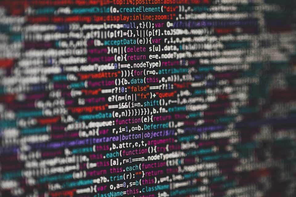 Fragmento de css con líneas de códigos de distintos colores