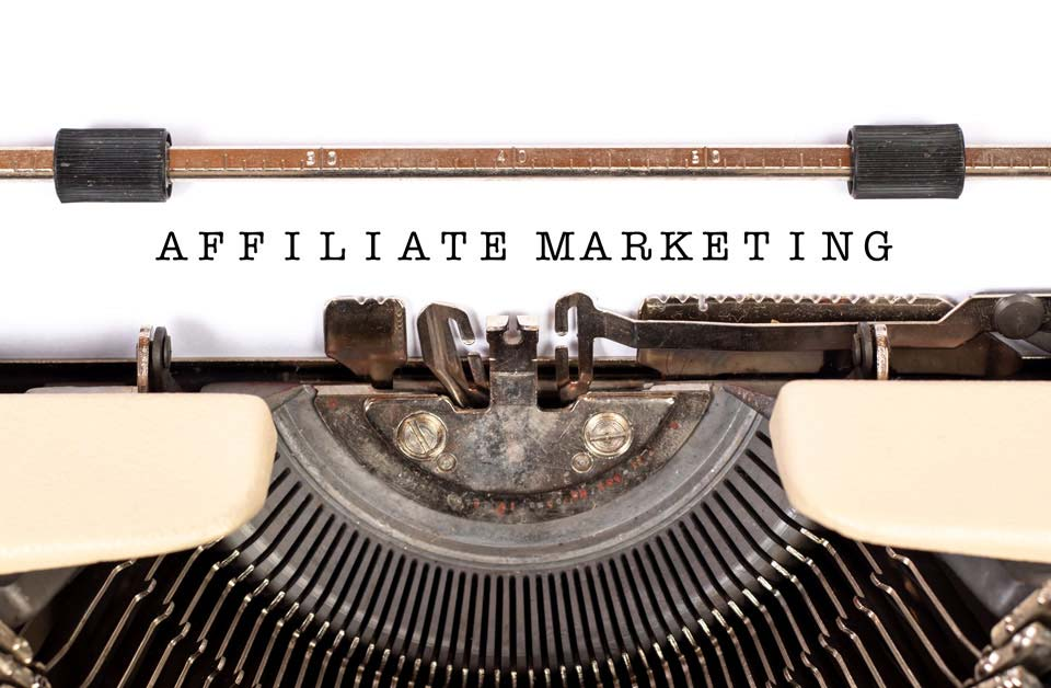 Palabra Affiliate Marketing escrito en una antigua máquina de escribir
