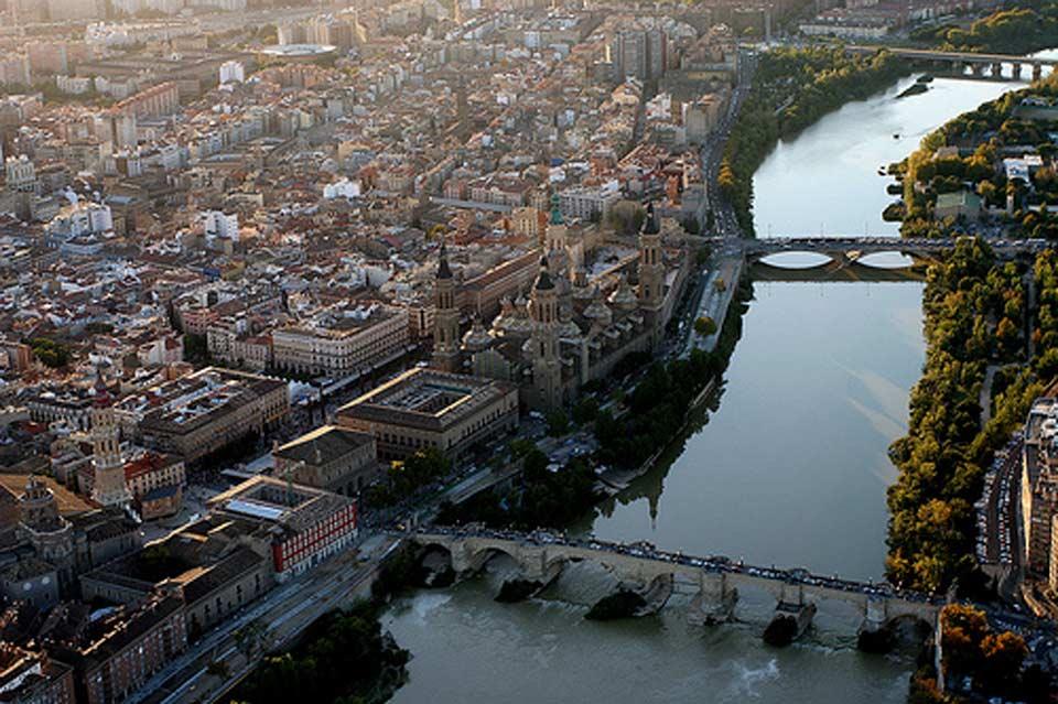 Vista aérea del río Ebro y Zaragoza