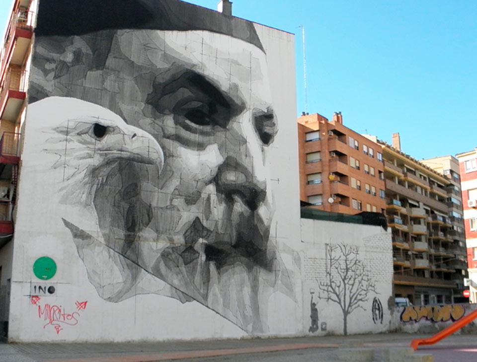 Vista del arte urbano y los edificios de viviendas en San José