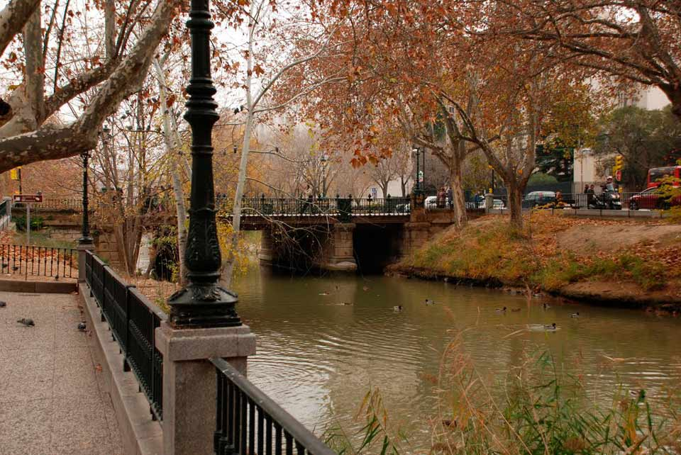 Vista del canal imperial y la zona residencial en venta de Torrero